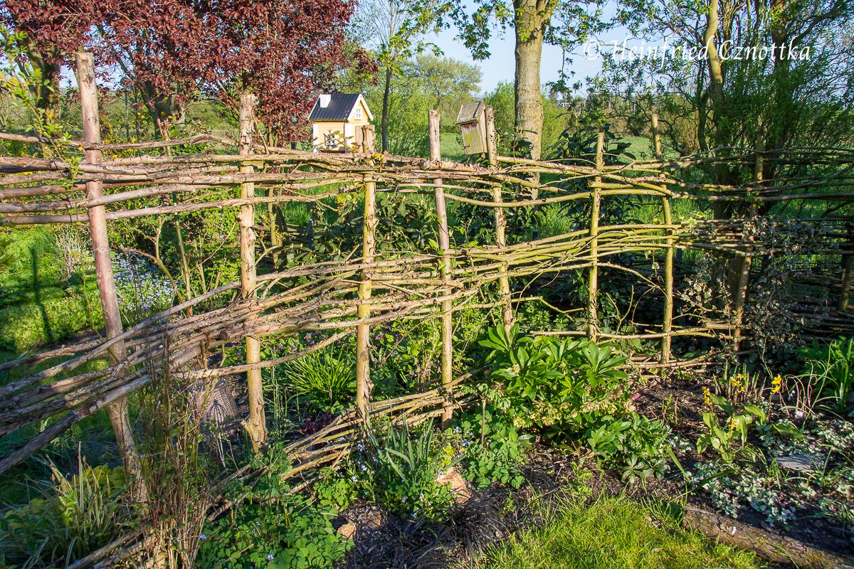 Gartenzaun aus Weidenruten