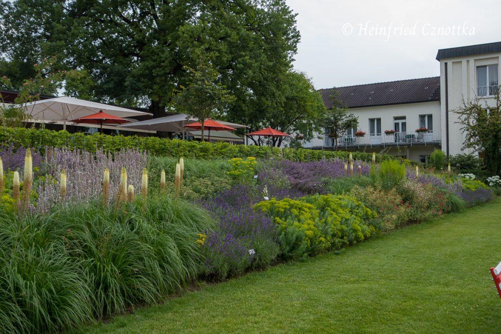 Landesgartenschau Bad Lippspringe, schwungvolle Pflanzung mit Gräsern, Wolfsmilch, Steppen-Salbei, Katzenminze und Steppenkerzen