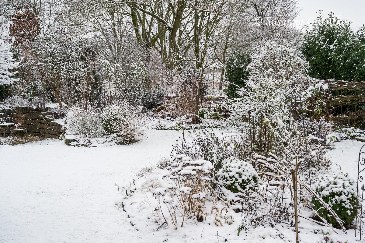 Winterliches Gartenbild